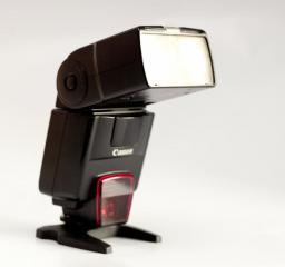 Sprzedam lampę błyskową Canon 550EX